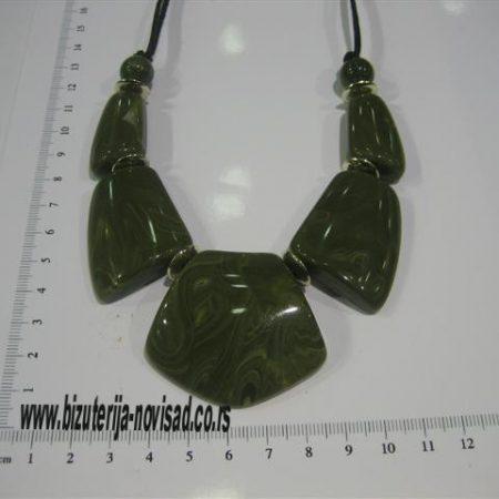 zelena ogrlica. (2)