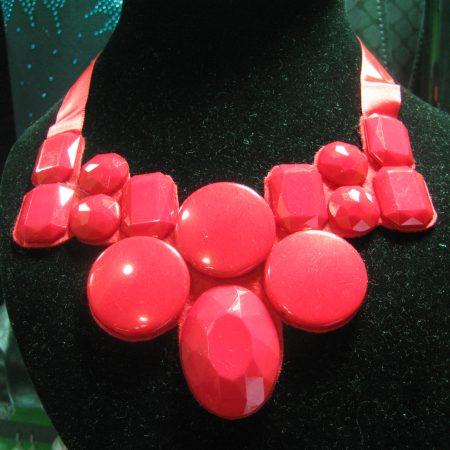 crvena ogrlica bizuterija